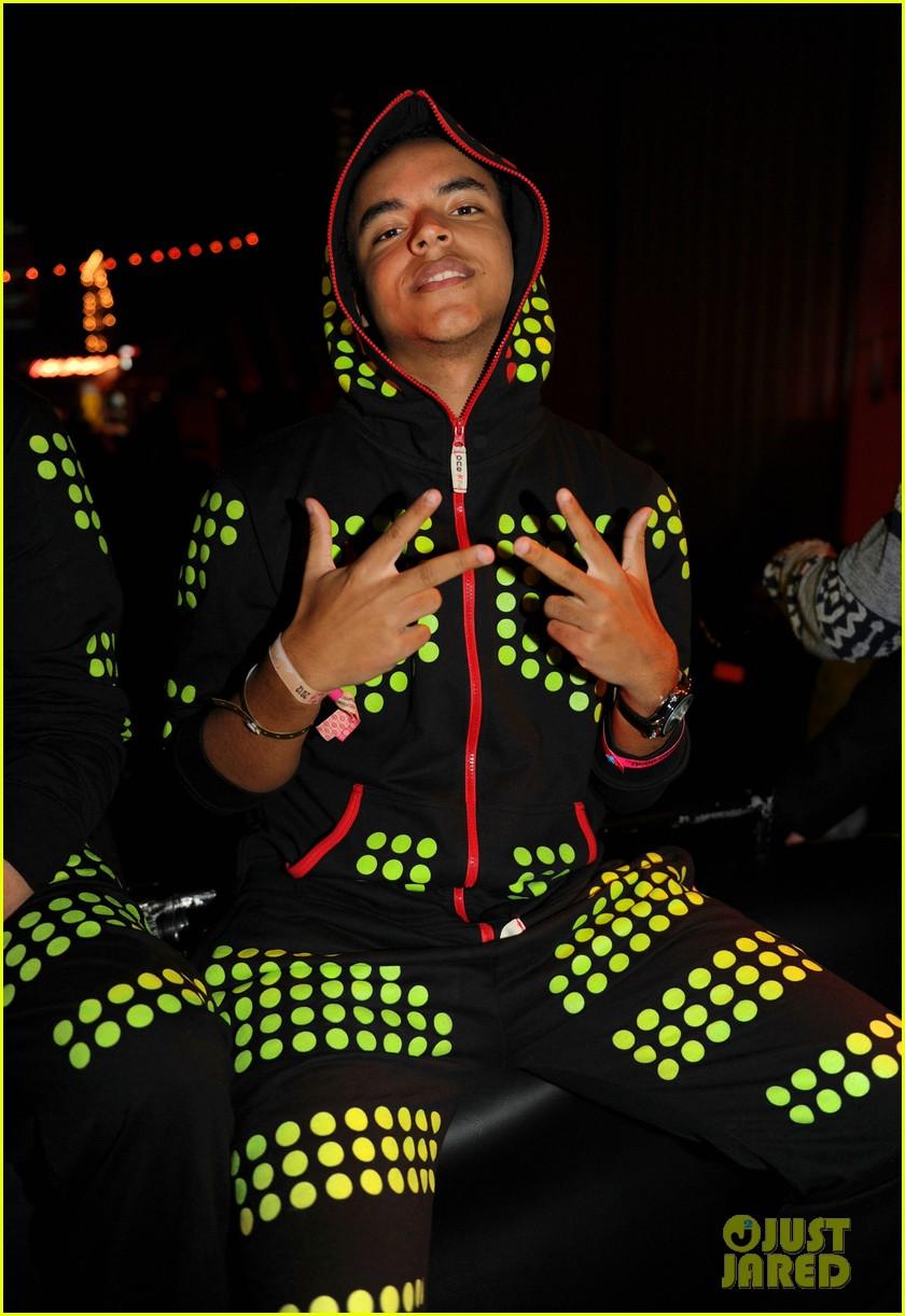gerard butler neon carnival 04