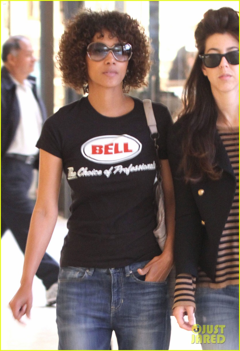halle berry beverly center shopping 04