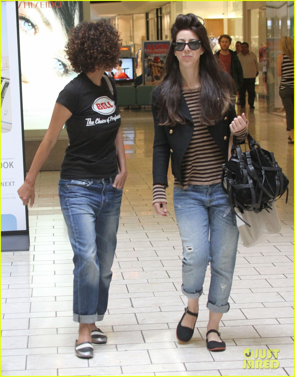 halle berry beverly center shopping 05