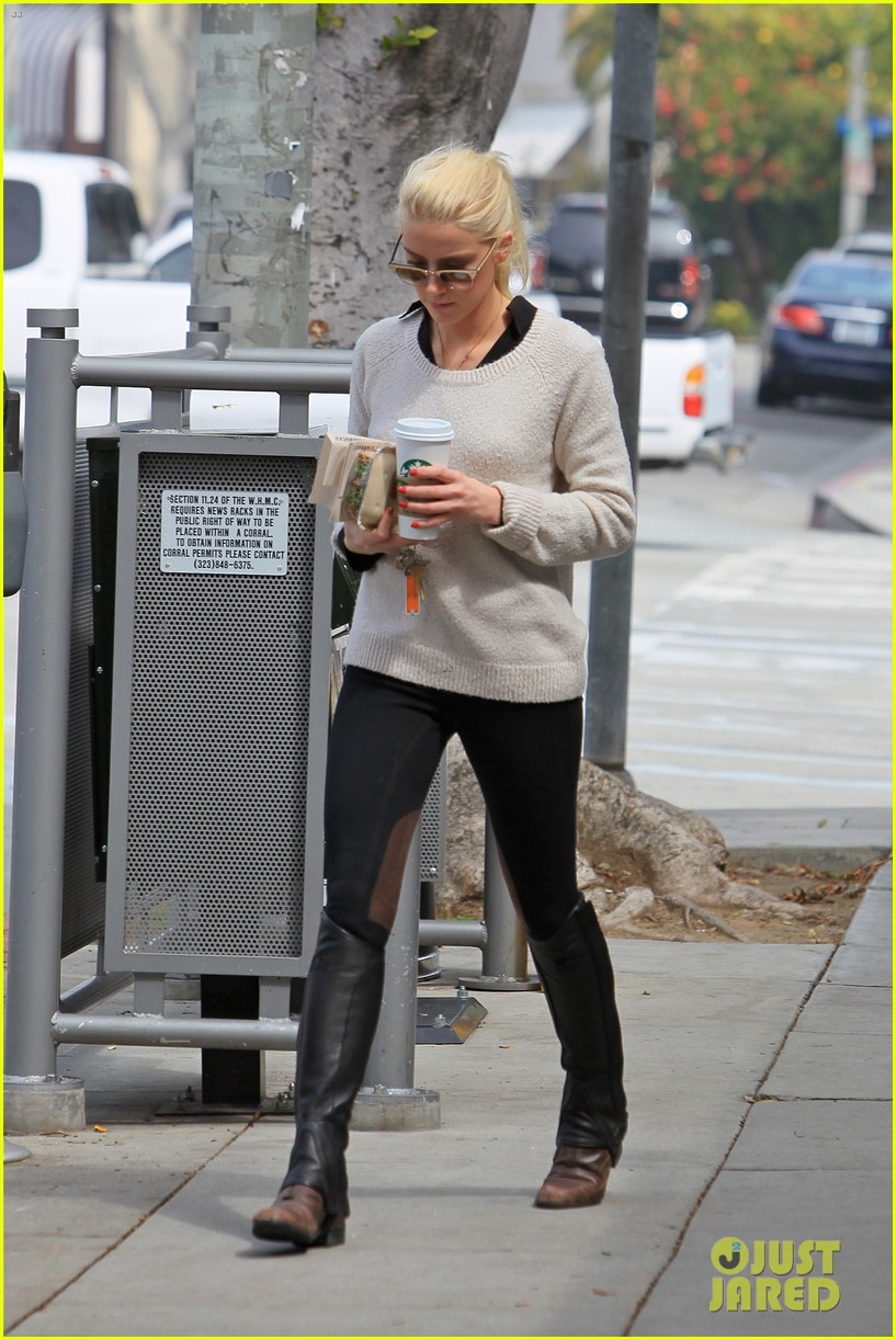 amber heard coffee sandwich stop 05