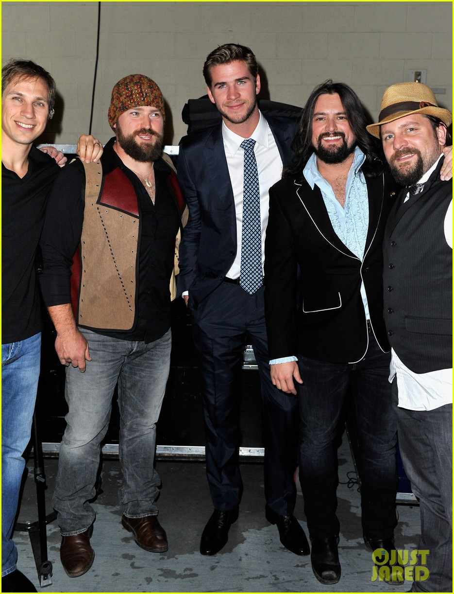 liam hemsworth acm fan jam 03