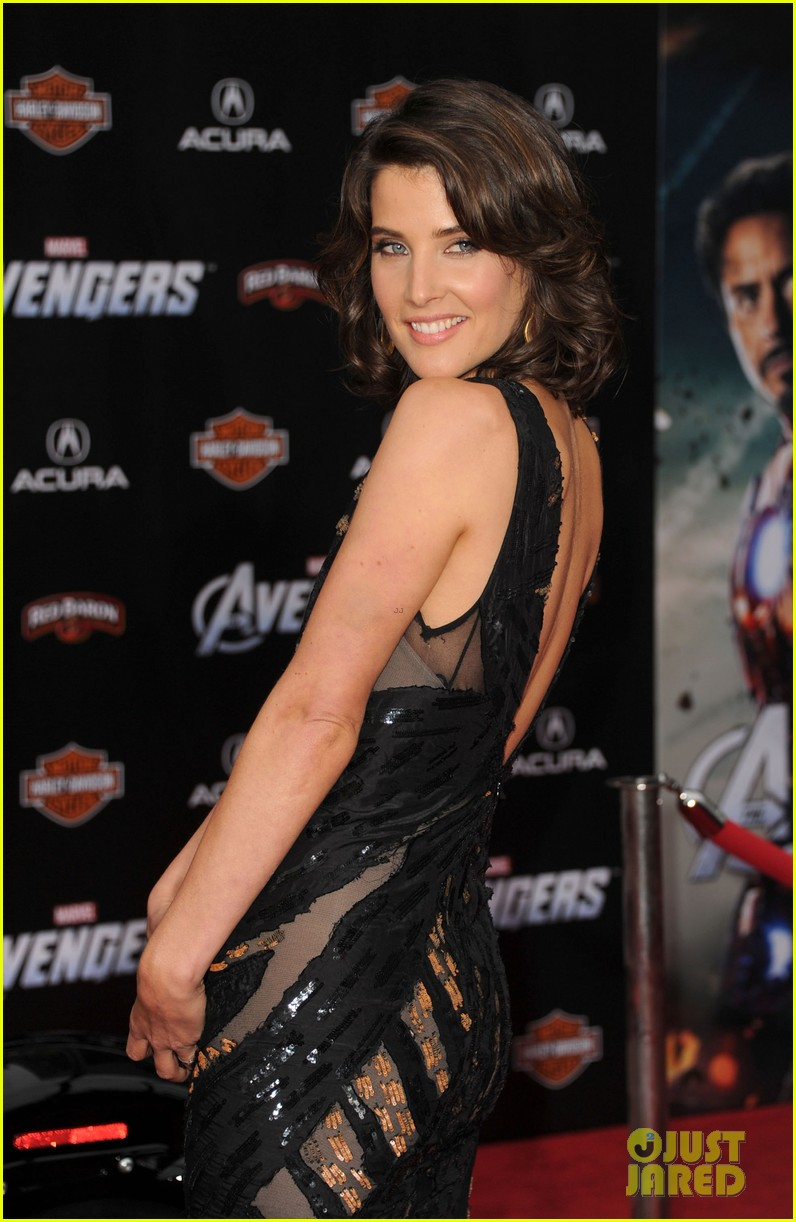 tom hiddleston cobie smulders avengers premiere 022647889