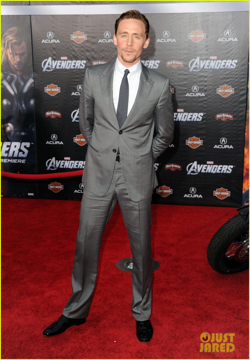 tom hiddleston cobie smulders avengers premiere 05