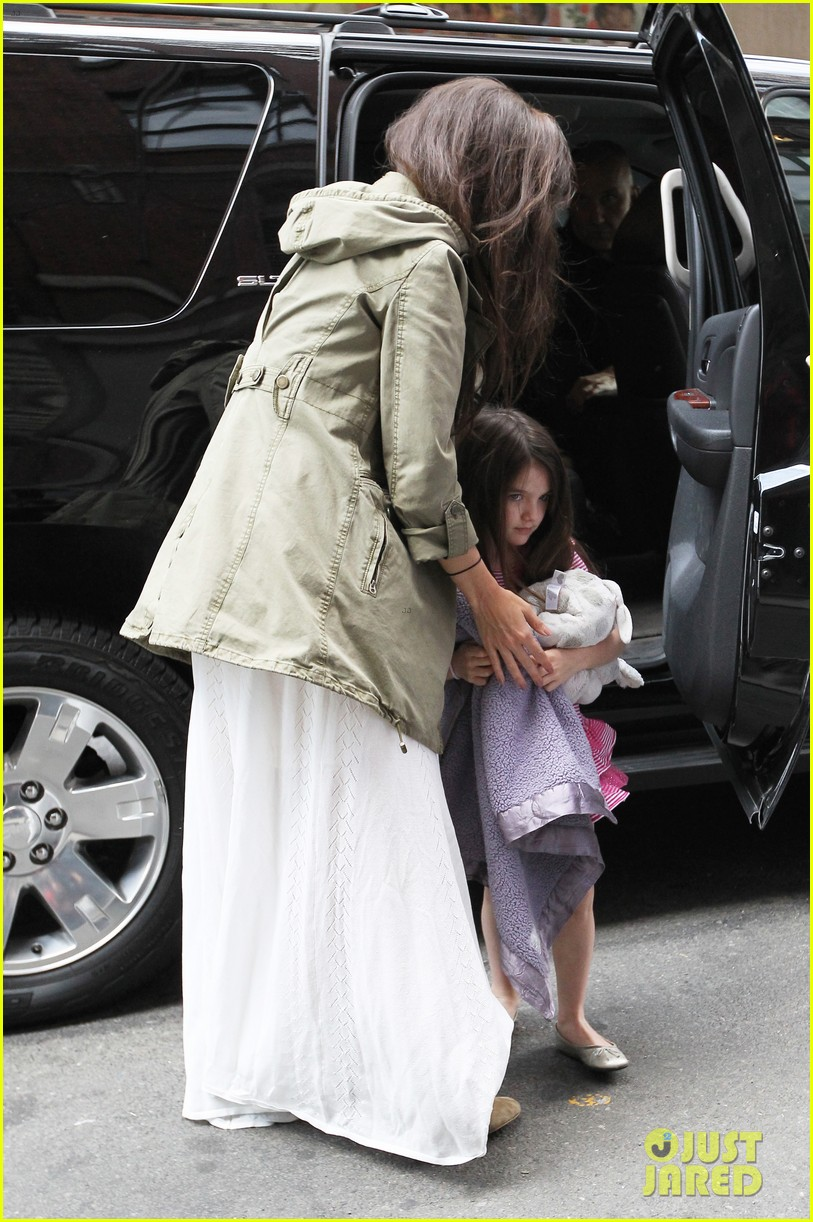katie holmes suri celebrates sixth birthday 05