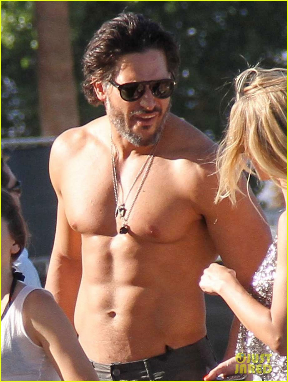 joe manganiello shirtless at coachella 08