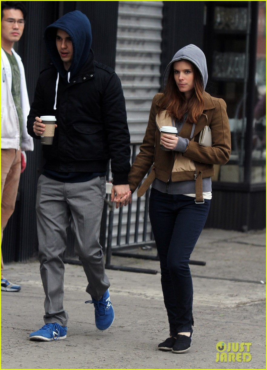 kate mara max minghella hold hands 09