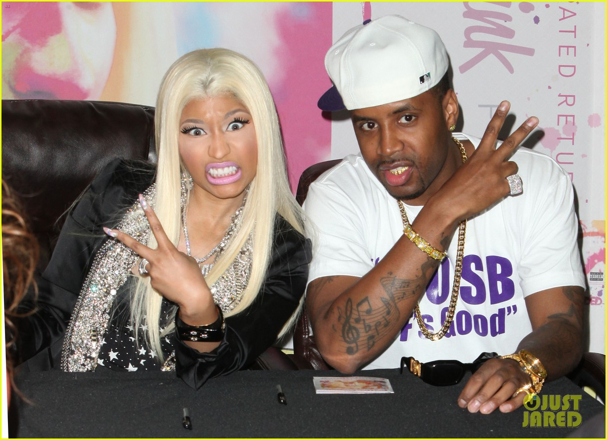 nicki minaj roman reloaded best buy signing 06