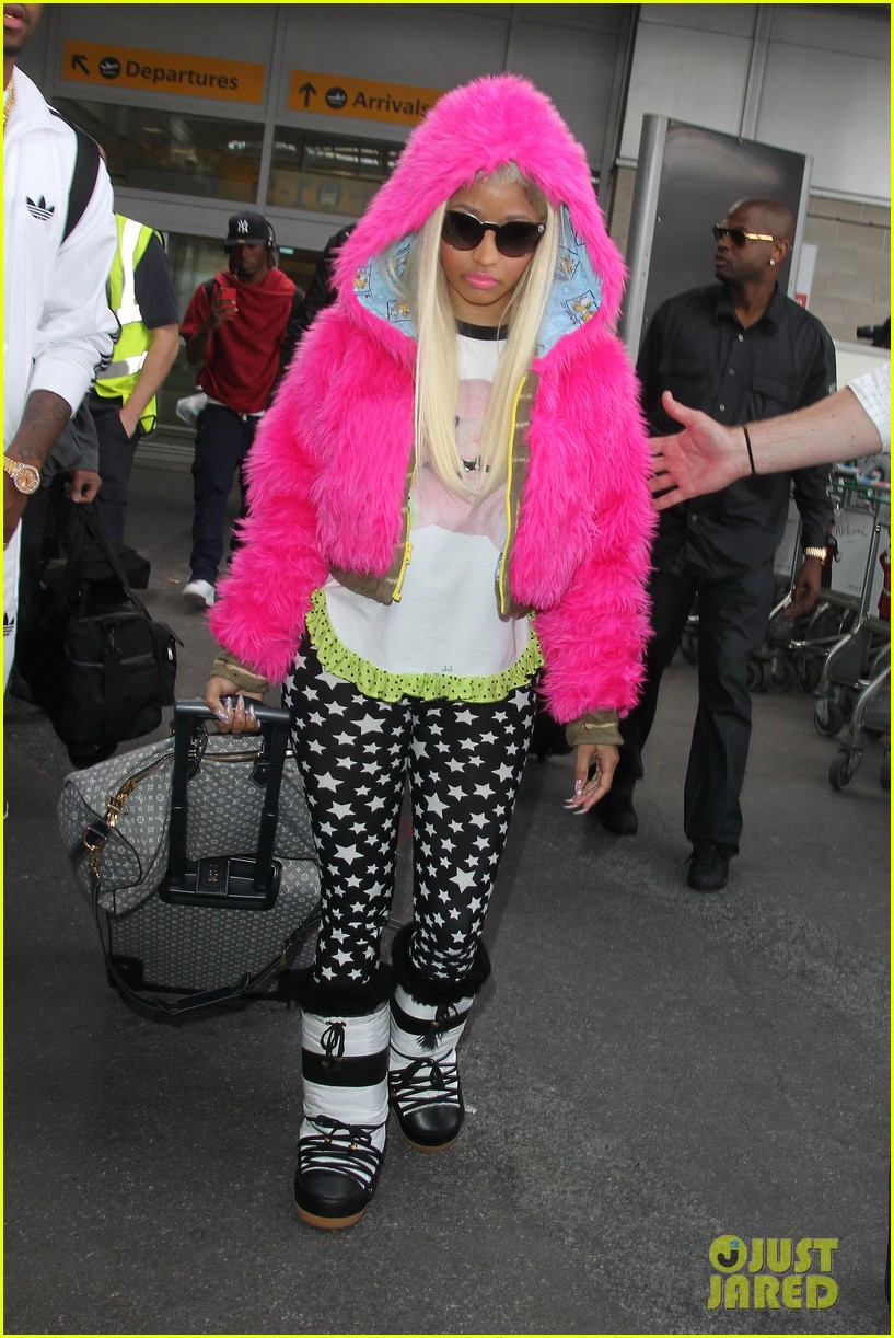 nicki minaj hot pink fur coat 03