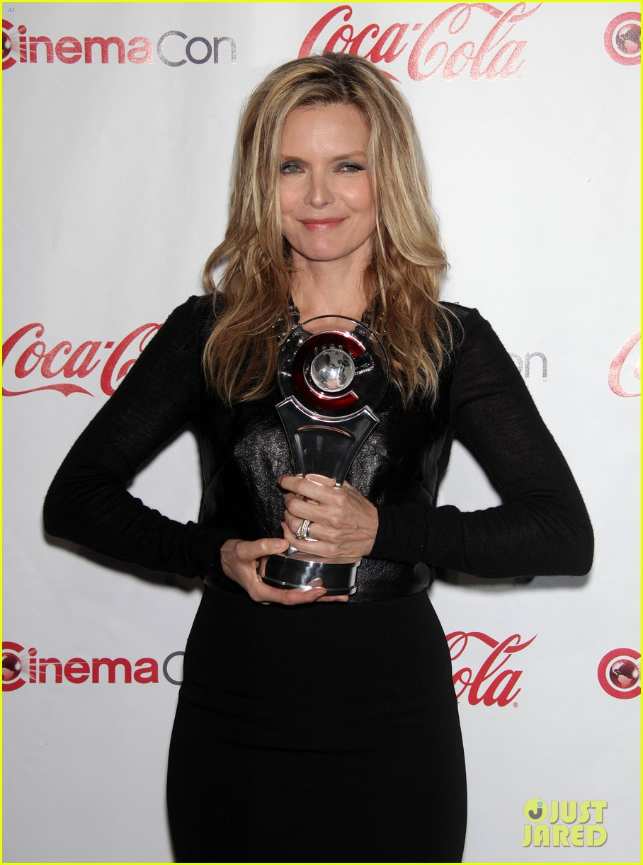 chloe moretz michelle pfeiffer cinemacon awards 04
