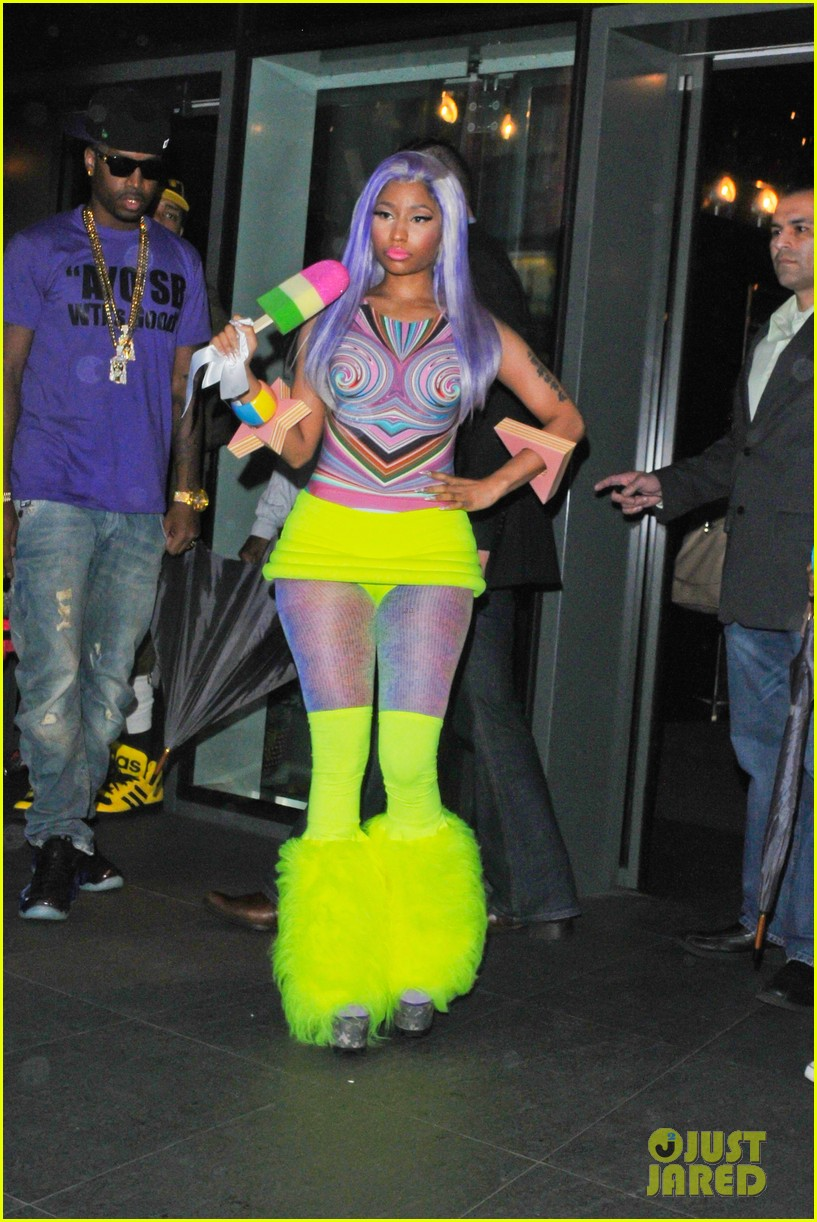 nicki minaj neon ankle warmers 01