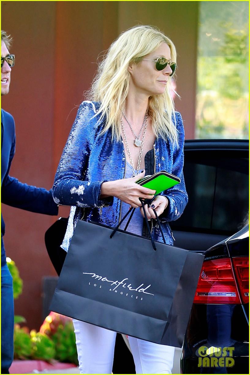 gwyneth paltrow shopping with apple 02