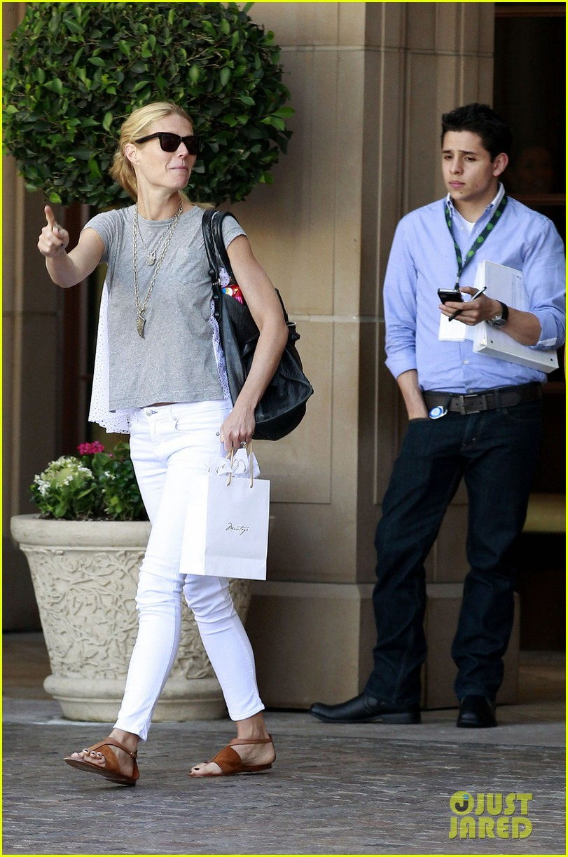 gwyneth paltrow avengers lunch 082650353