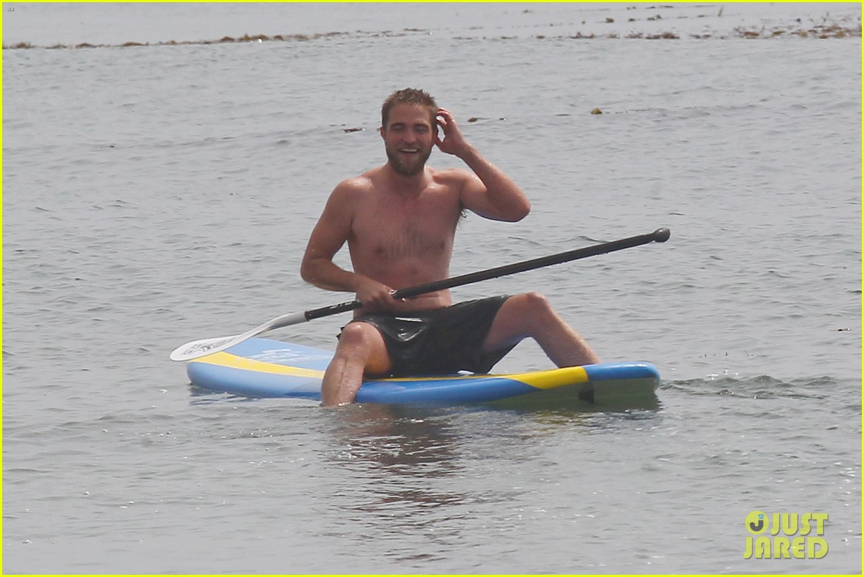 robert pattinson shirtless paddleboarding 09