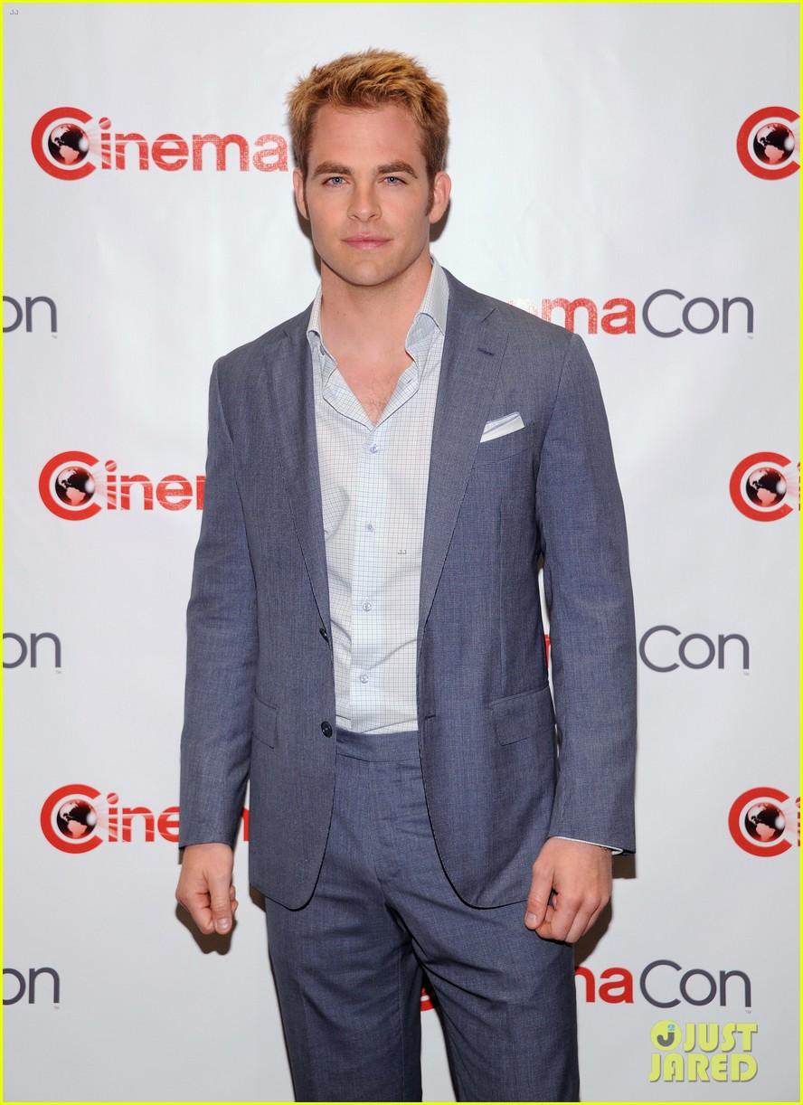 chris pine adrianne palicki cinemacon awards 2012 022653017