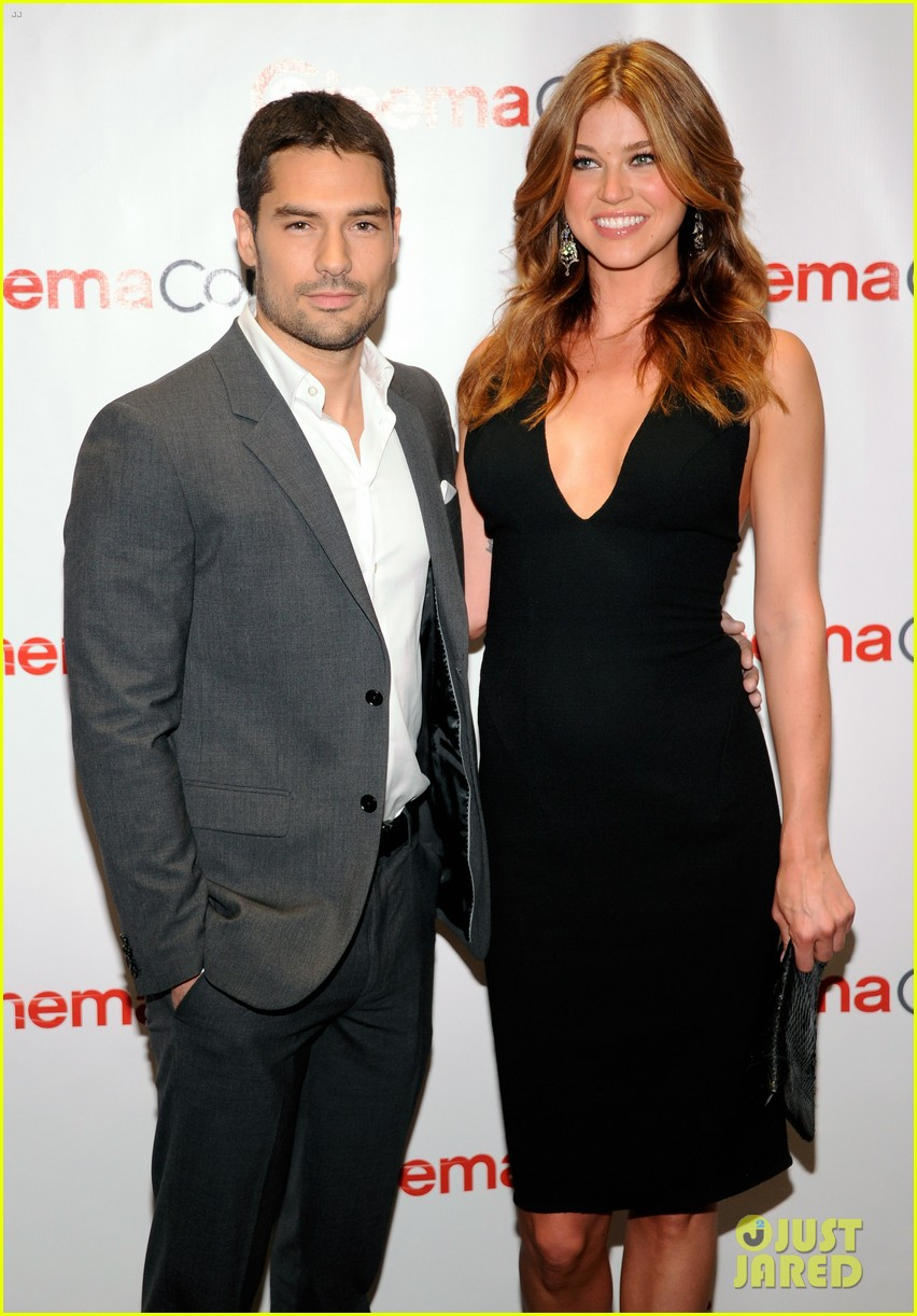 chris pine adrianne palicki cinemacon awards 2012 04