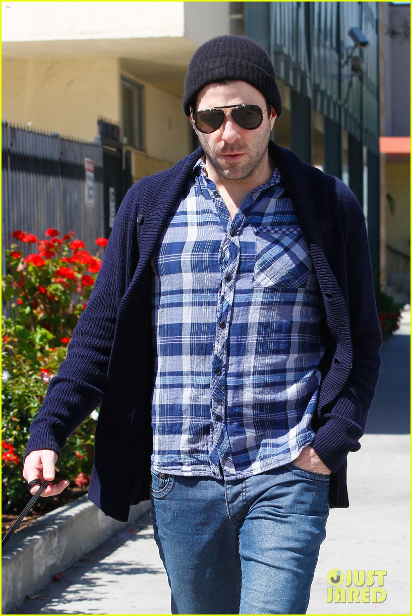 zachary quinto doggie errands 06
