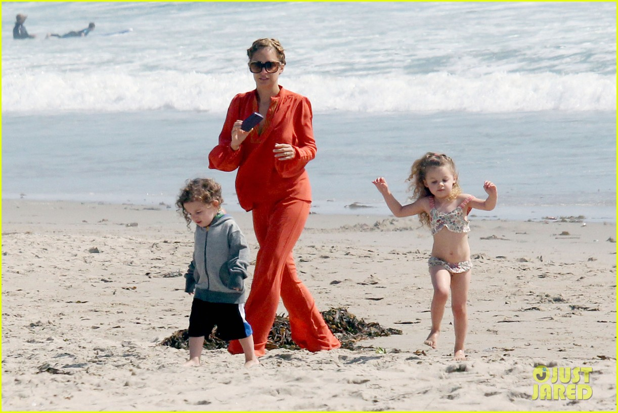 nicole richie family beach day 01