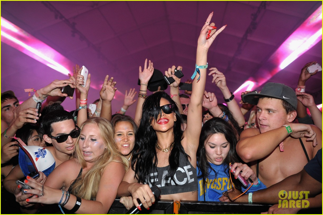 rihanna live at coachella with calvin harris 012649536