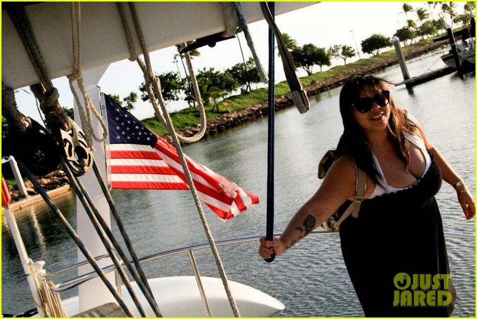 rihanna topless hawaii 101