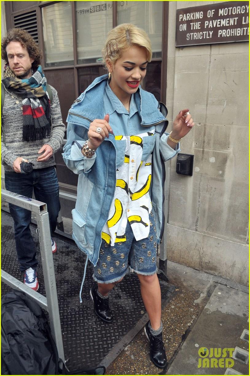 rita ora concert bananas outfit 022651859