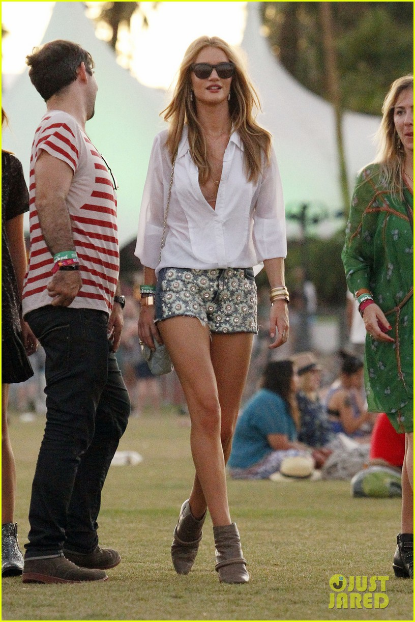 rosie huntington whiteley coachella 01