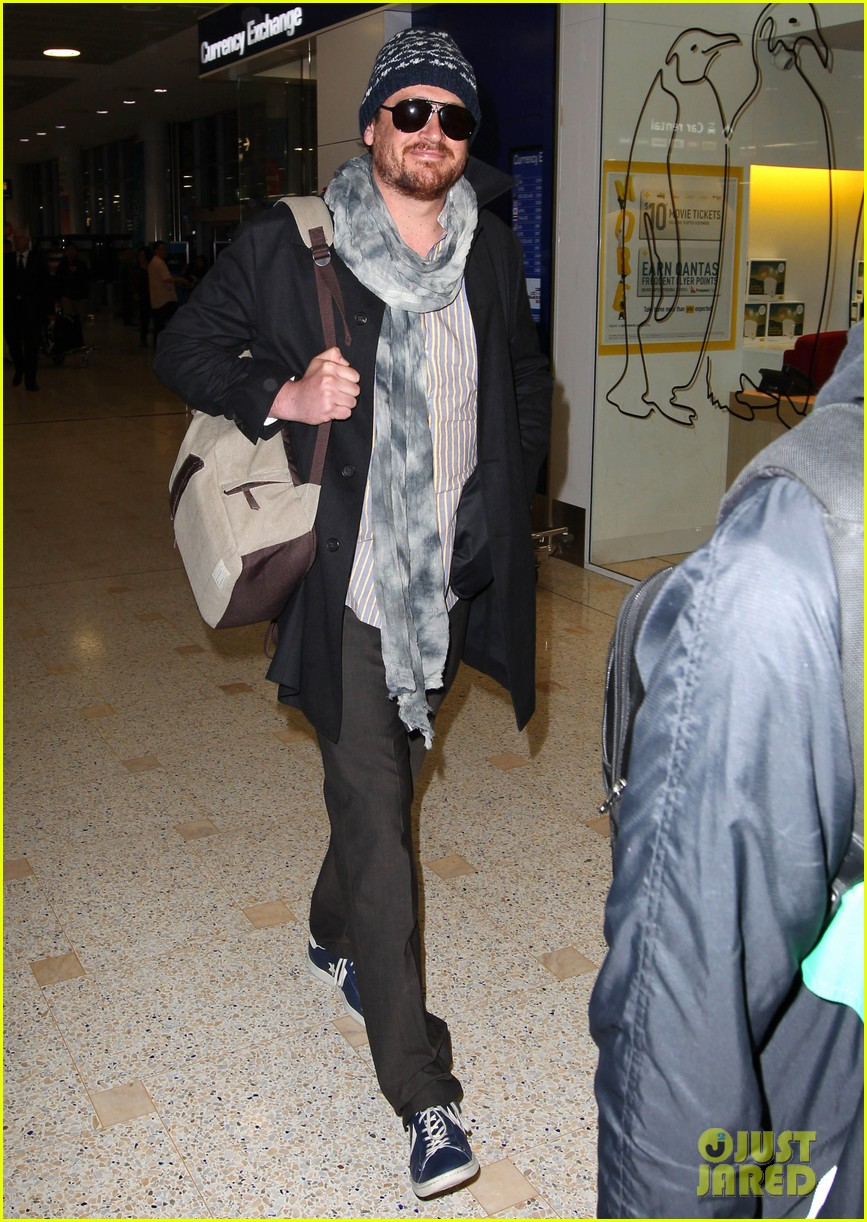 jason segel landing in sydney 11