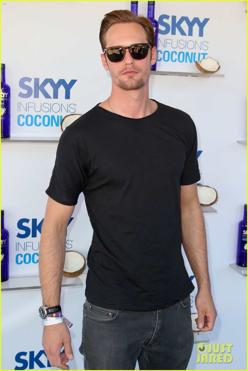alexander skarsgard skyy escape at coachella 10