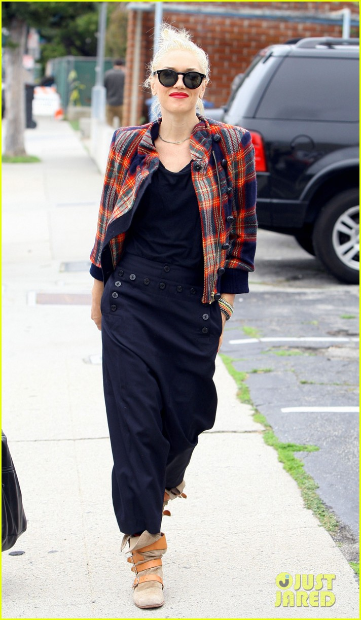 gwen stefani plaid jacket 01