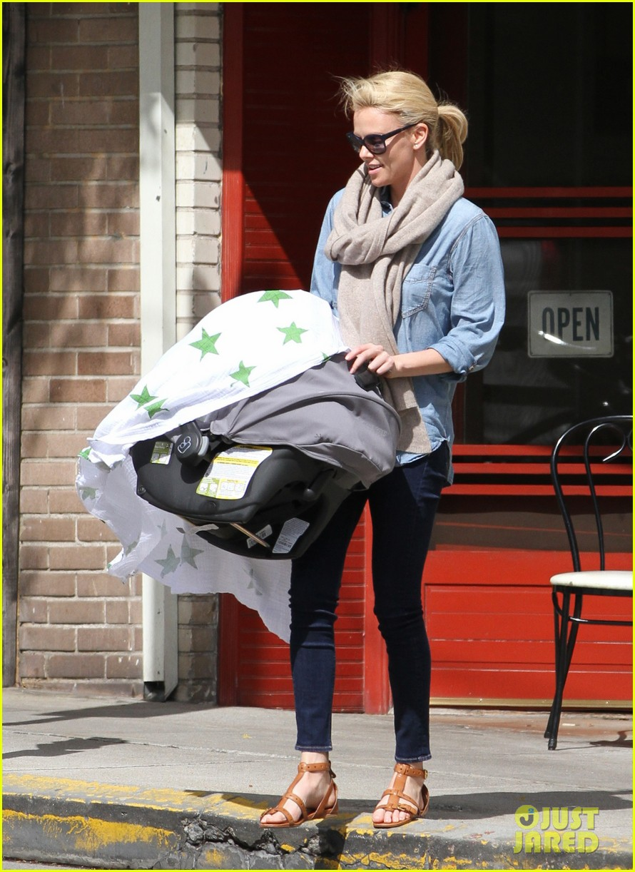 charlize theron little doms lunch with baby jackson 01