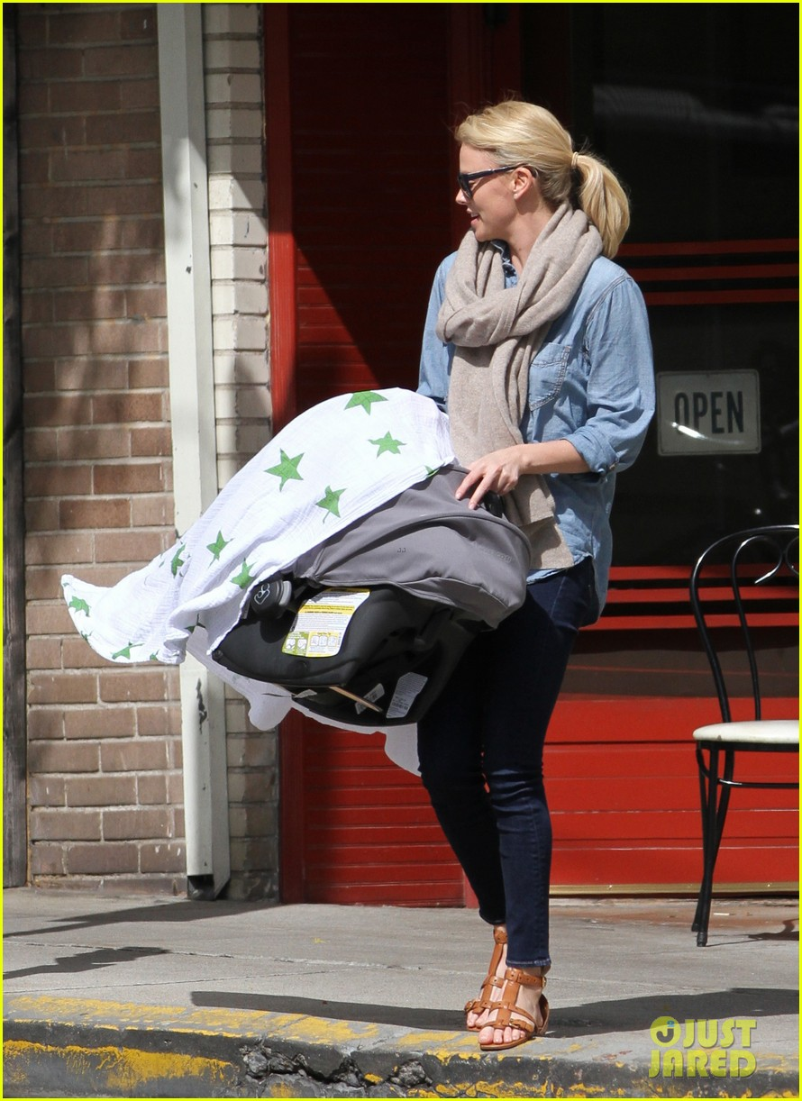 charlize theron little doms lunch with baby jackson 06