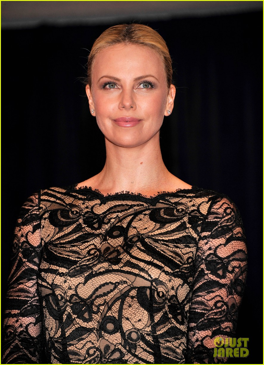 charlize theron white house correspondents dinner 02