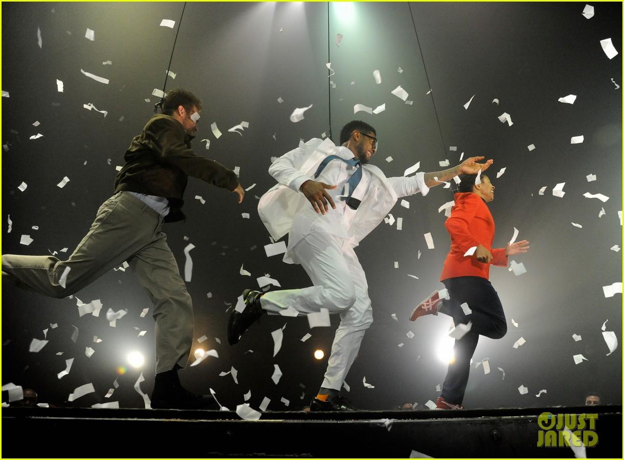 usher justin bieber fuerza bruta dance off 07