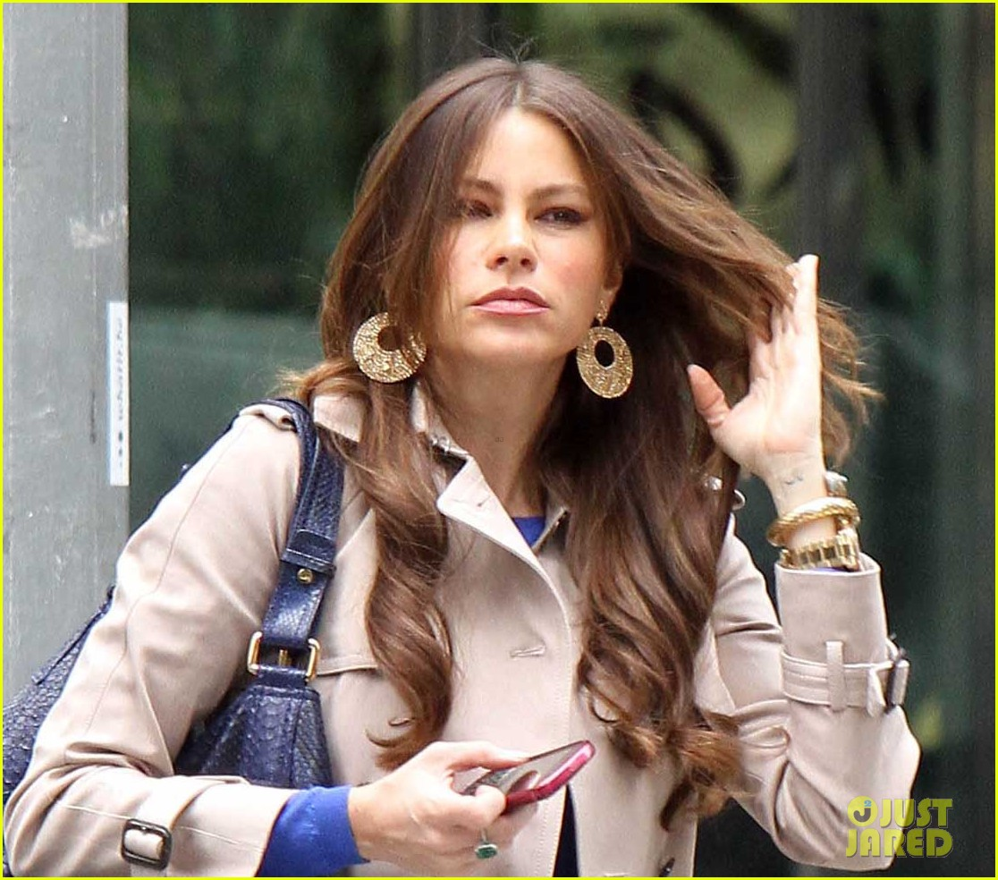 sofia vergara windy hair day 02