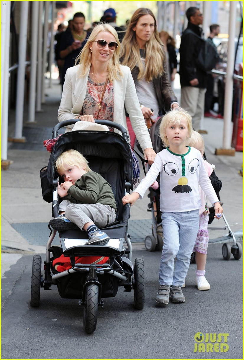 naomi watts kids nyc 01