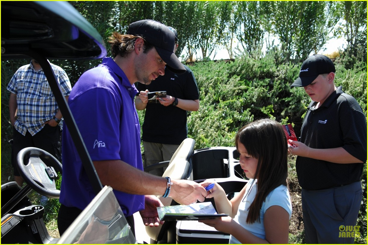 tom welling golf 01