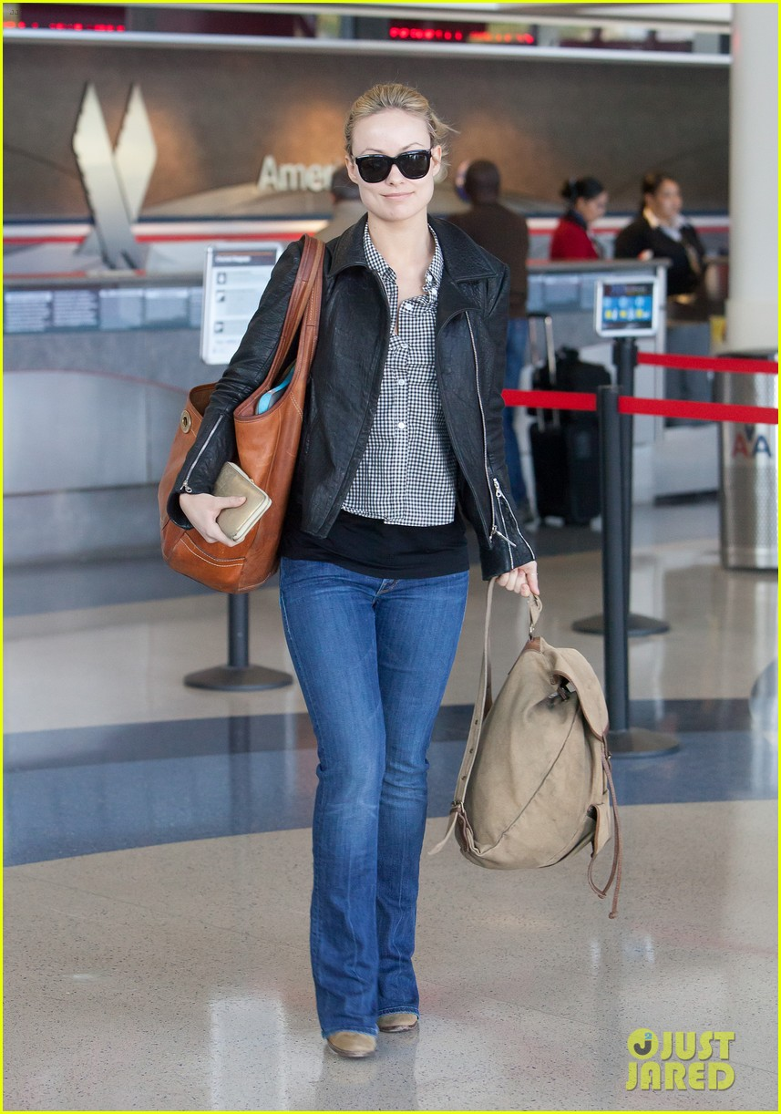 olivia wilde leaves lax 06