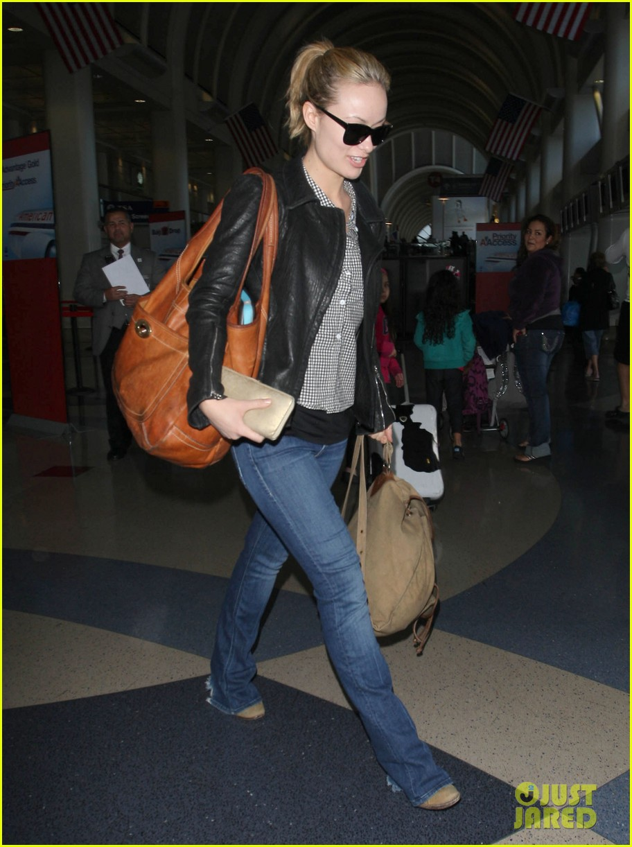 olivia wilde leaves lax 08
