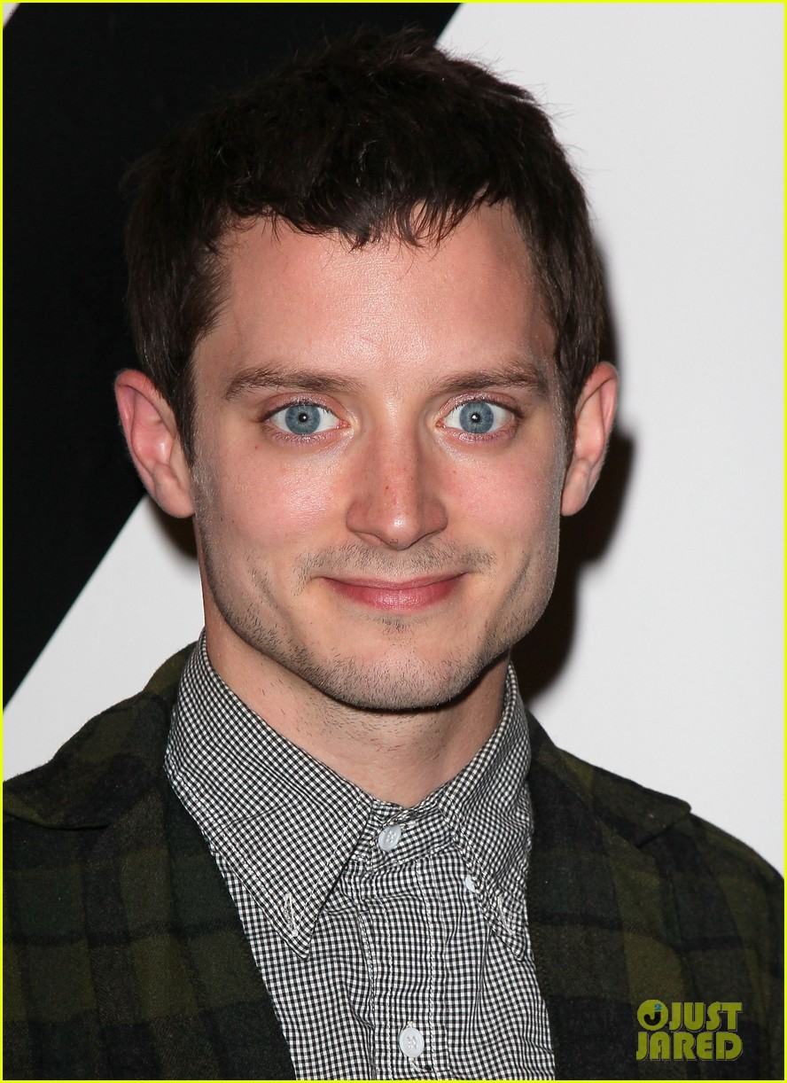 Elijah Wood dog suit 01a