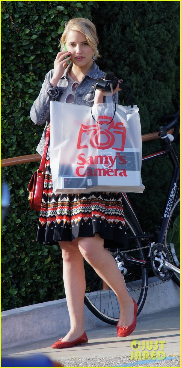 dianna agron camera shopping 04