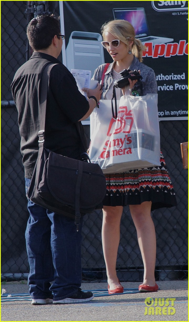 dianna agron camera shopping 07
