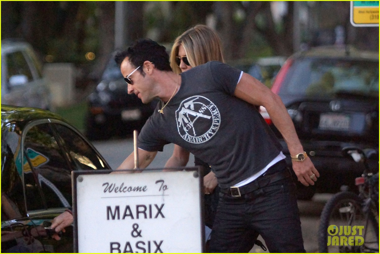 jennifer aniston justin theroux dinner studio city 02