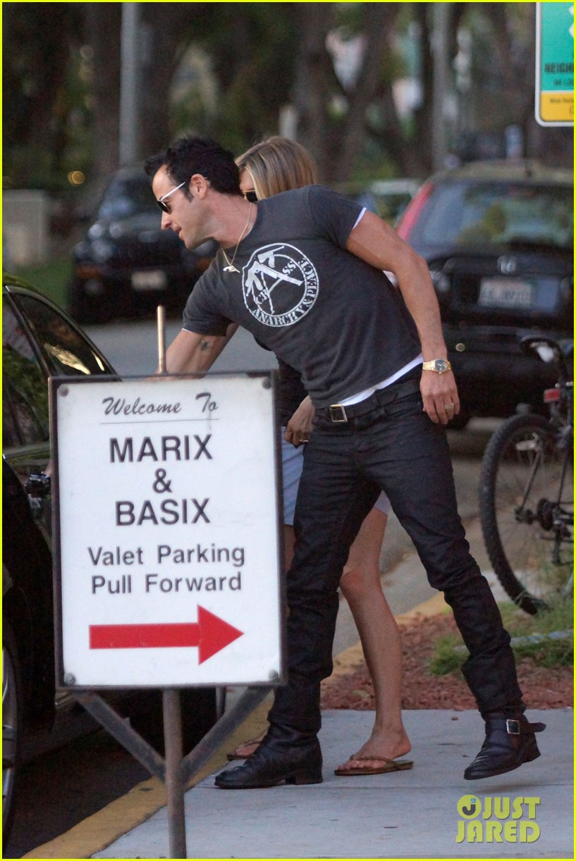 jennifer aniston justin theroux dinner studio city 07