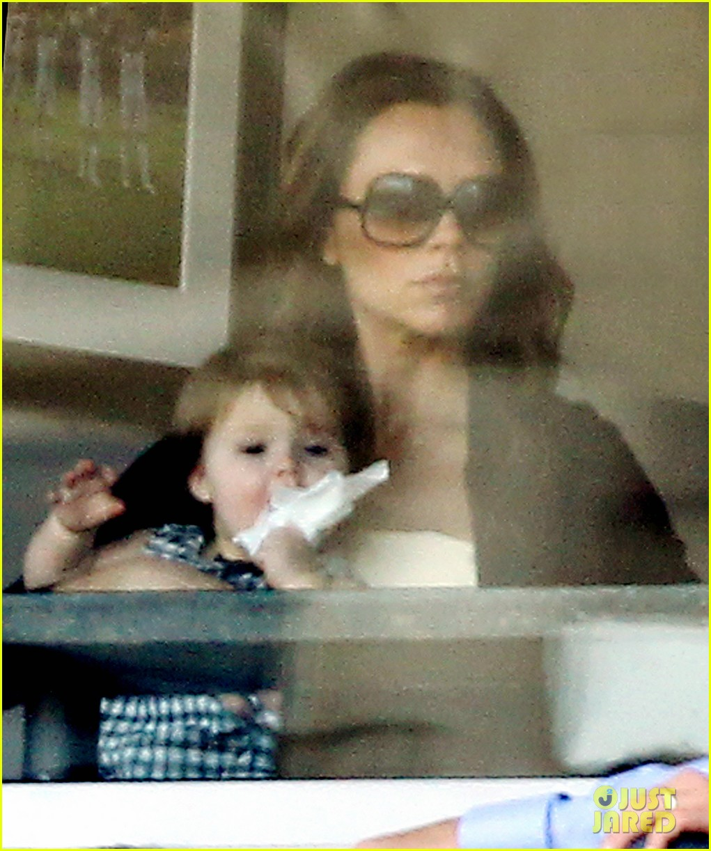 victoria beckham harper cheer on david beckham 072657764