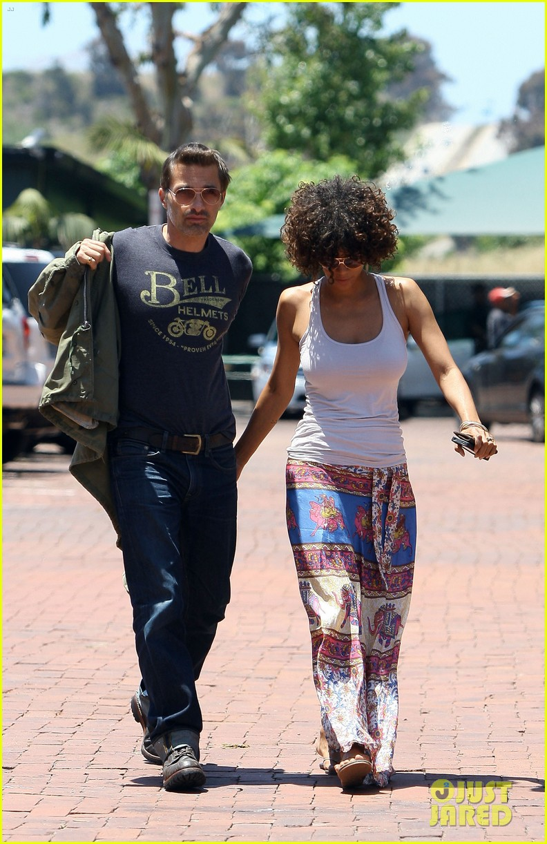 halle berry cloud atlas set for december 6 03
