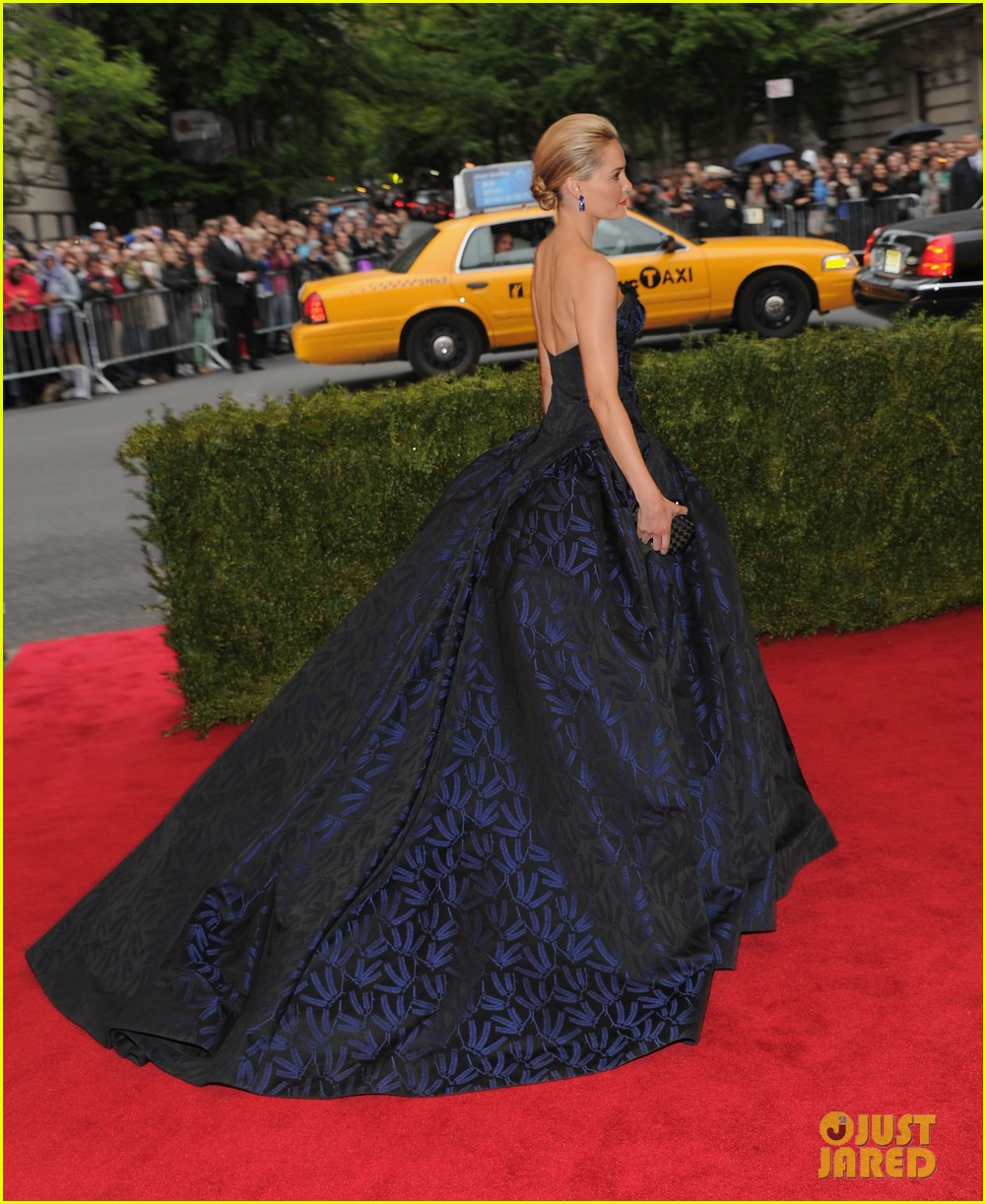 leslie bibb greta gerwig met ball 2012 11