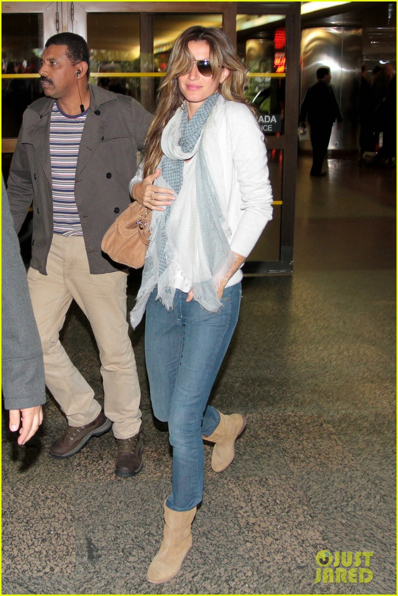 gisele bundchen sao paolo arrival 01
