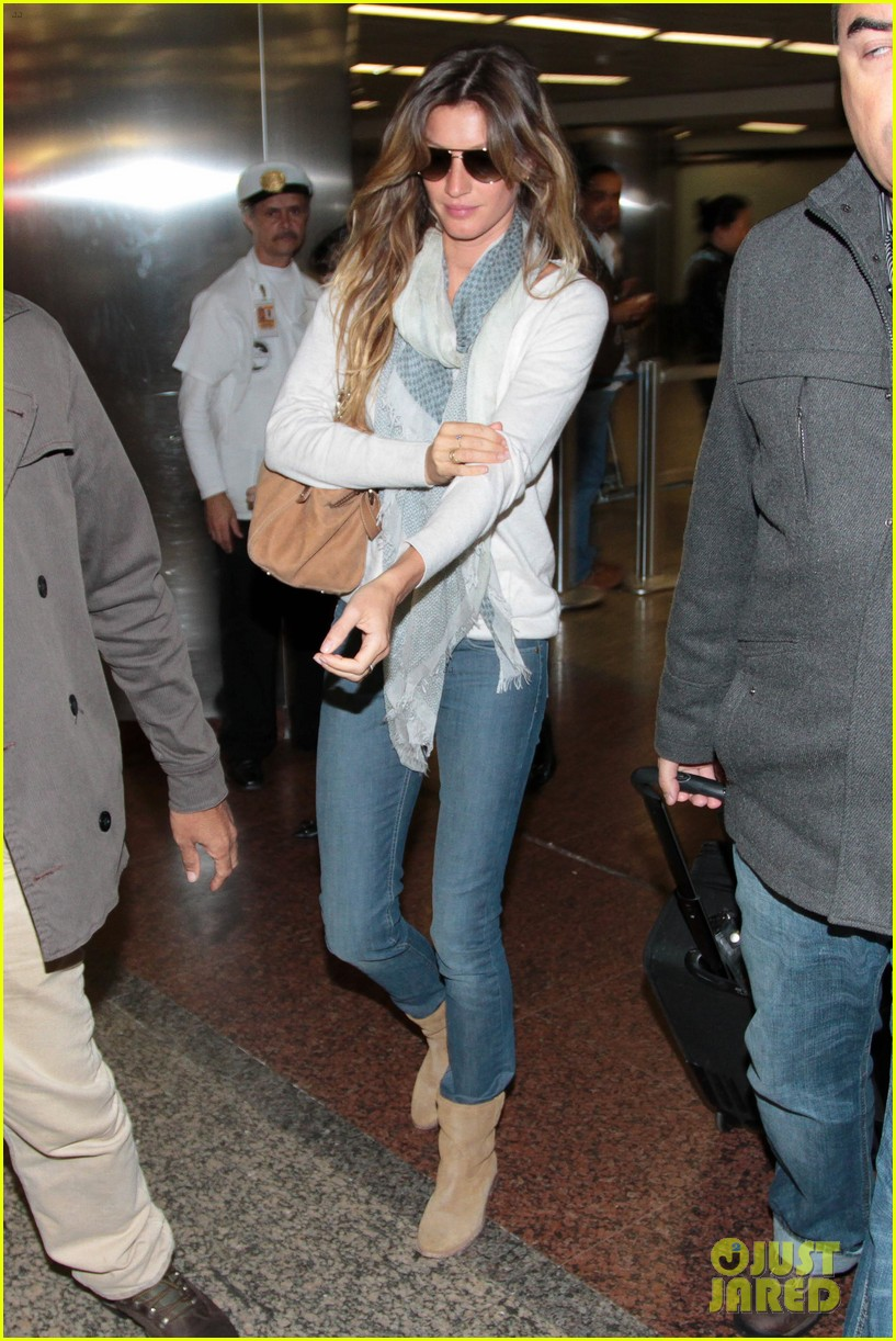Celebrity gisele bundchens tattoo pictures to pin on pinterest for Gisele bundchen tattoo wrist