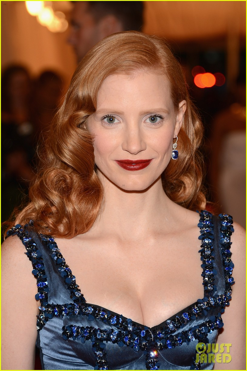 full sized photo of jessica chastain met ball 2012 02. Black Bedroom Furniture Sets. Home Design Ideas