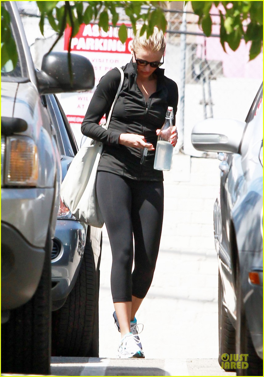 cameron diaz leaves gym 01
