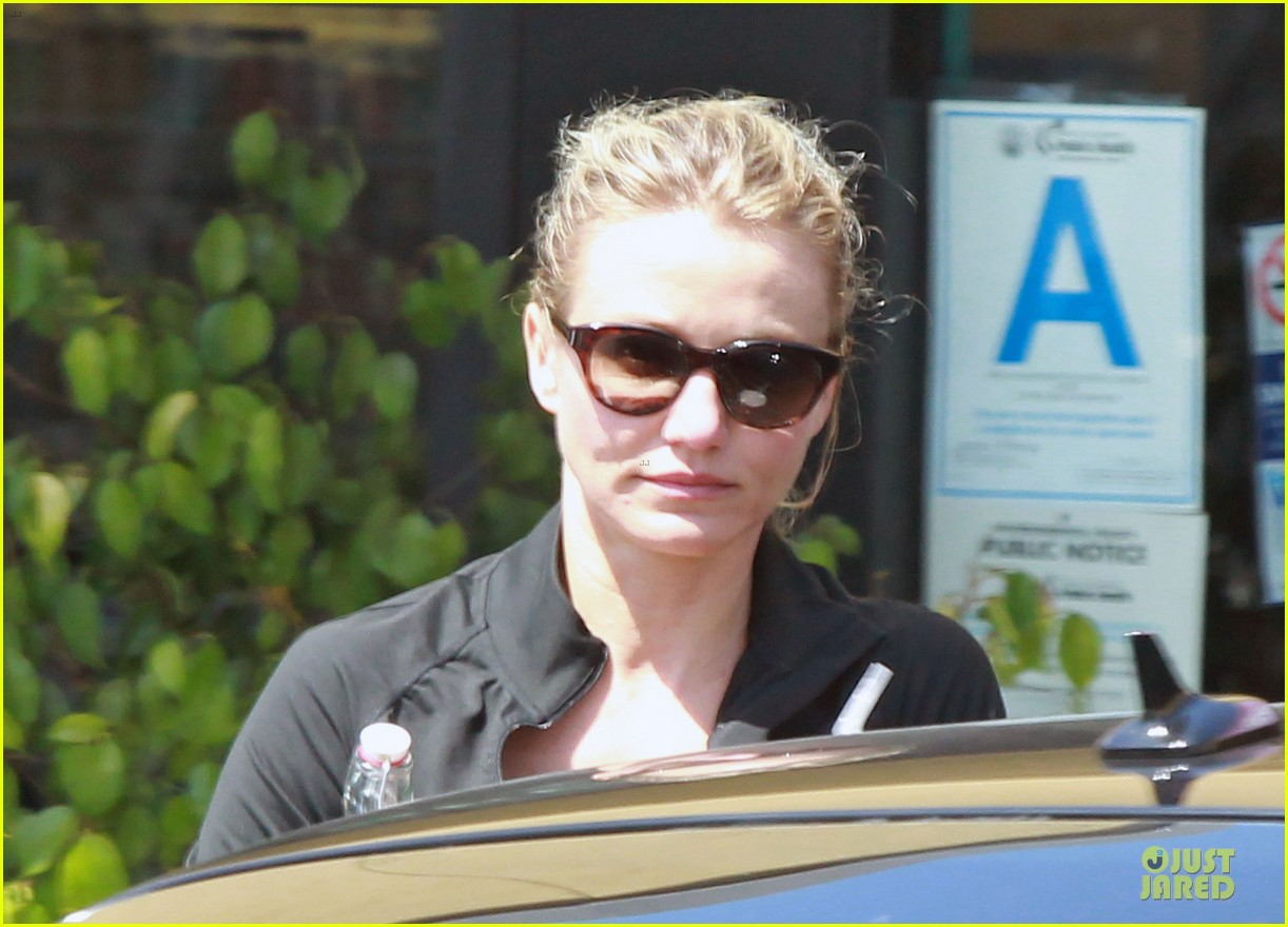 cameron diaz leaves gym 06